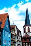 Hauptleitung Lohr morgens - rudern Sie historische Häuser in der alten Stadt Deutschland lizenzfreie stockbilder