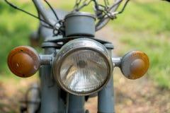 Hauptlicht circa mittleren von 1960 klassisch und von Weinlese Yamaha-Motorrad lizenzfreies stockfoto