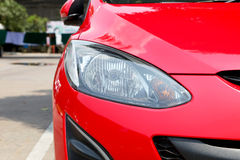 Hauptlichter eines Autos Lizenzfreie Stockfotos