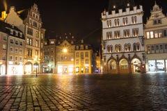 Hauptmarkt di Treviri Germania alla notte Fotografia Stock Libera da Diritti