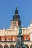 Hauptmarkt-Quadrat Krakau, Polen Mickiewicz Monument, Stadt Hall Tower, Stoff Hall Stockbild