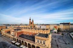 Hauptplatz in der alten Stadt von Krakau stockfotografie