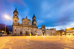 Hauptplatz mit Kirche, Bolivar-Quadrat in Bogota, Kolumbien Stockfotografie