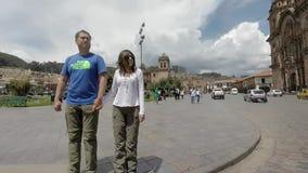 Hauptplatz von Cusco mit Touristen und Iglesia de la Compania, Cusco stock video footage