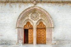 Hauptportal der Basilika des Heiligen Franziskus, Assisi, Italien Lizenzfreie Stockbilder