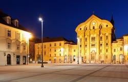 Hauptquadratstadt von Slowenien und von Kirche des Hol Stockfotos