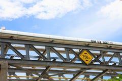Hauptraffinerierohrlinie stockfoto