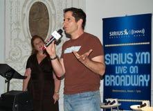 Hauptrechner von SIRIUS XM Phasen auf Broadway lizenzfreies stockbild