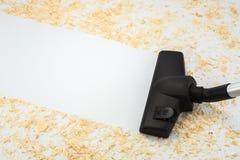 Hauptreinigung mit einem Staubsauger nach den Erbauern lizenzfreies stockbild