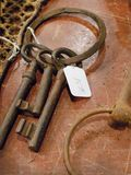 Hauptschlüssel, alte Schlüssel für Verkauf im Antiquitätengeschäft Stockfotografie