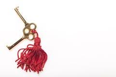 Hauptschlüssel auf einer roten Quaste Lizenzfreie Stockfotos