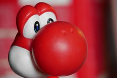 Hauptschuß von roter PlastikYoshi Toy lizenzfreie stockbilder