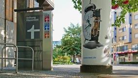 Hauptsitze der deutschen Verbraucher-Organisation Stiftung Warentest, lautes Summen heraus stock footage