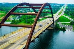 Hauptstadt Landstraße Pennybacker-Brücke 360 von Texas Bridge Close herauf Bewegung Lizenzfreie Stockfotografie