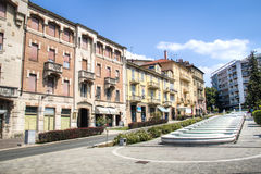 Hauptstraße in Acqui Terme, Italien Lizenzfreie Stockfotos