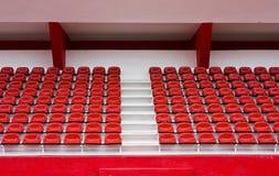 Haupttribüne mit roten Sitzen Lizenzfreie Stockfotografie