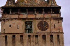 Hauptturm in der alten Stadt Landschaft in der mittelalterlichen Stadt Sighisoara Lizenzfreie Stockbilder