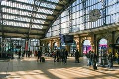 Hauptverkehrszeit an der Liverpool-Kalk-Straßenbahnstation Lizenzfreies Stockbild