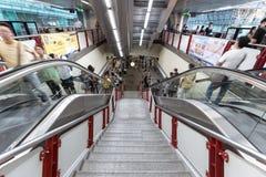 Hauptverkehrszeit an Station BTS Siam in Bangkok Stockfoto