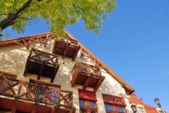 Haus againts ein blauer Himmel Lizenzfreie Stockfotos