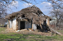 Haus Altes Haus des Schadenluftgetrockneten ziegelsteines Lizenzfreie Stockfotografie
