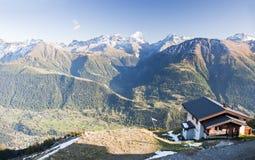 Haus auf Berg stockbilder