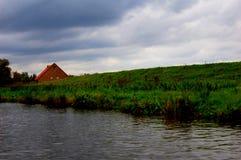 Haus auf dem Damm Stockbild