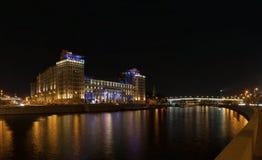 Haus auf dem Damm in der Nacht Lizenzfreie Stockfotografie