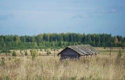 Haus auf dem Feld Stockfoto