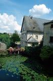 Haus auf dem Fluss Stockfotos