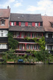 Haus auf dem Fluss Stockfoto