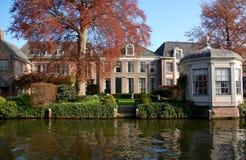 Haus auf dem Kanal, Edamer, die Niederlande Stockfotografie