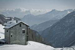 Haus auf dem Rand Lizenzfreies Stockfoto