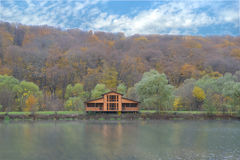 Haus auf dem See Stockfotos