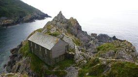 Haus auf dem Ufer stockfotos