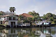 Haus auf dem Wasser Stockbilder