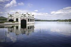 Haus auf dem Wasser Lizenzfreie Stockfotos