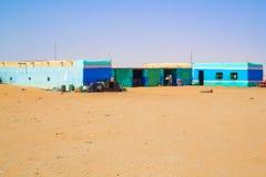 Haus auf der Sahara-Wüste lizenzfreies stockbild