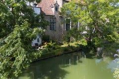Haus auf einem Kanal Lizenzfreies Stockbild