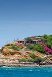 Haus auf einer Insel Stockbild