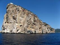 Haus auf Felseninsel stockfotos