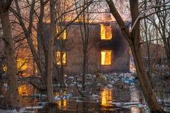 Haus auf Feuer Stockfotos