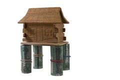 Haus auf Geld-Stelzen Stockfotografie