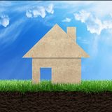Haus auf Gras stockfoto