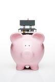 Haus auf piggy Querneigung lizenzfreies stockfoto