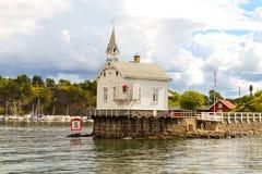 Haus auf Wasser stockfoto