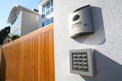 Haus-Aufruf-Gatter-Antwort-Lautsprecher Stockfoto