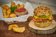 Haus bildete Burger Lizenzfreie Stockbilder