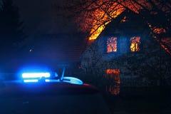 Haus in brennenden Flammen Stockbild