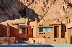 Haus in Cerro de Los Siete Colores, Purnamarca, Argentinien Lizenzfreie Stockfotografie